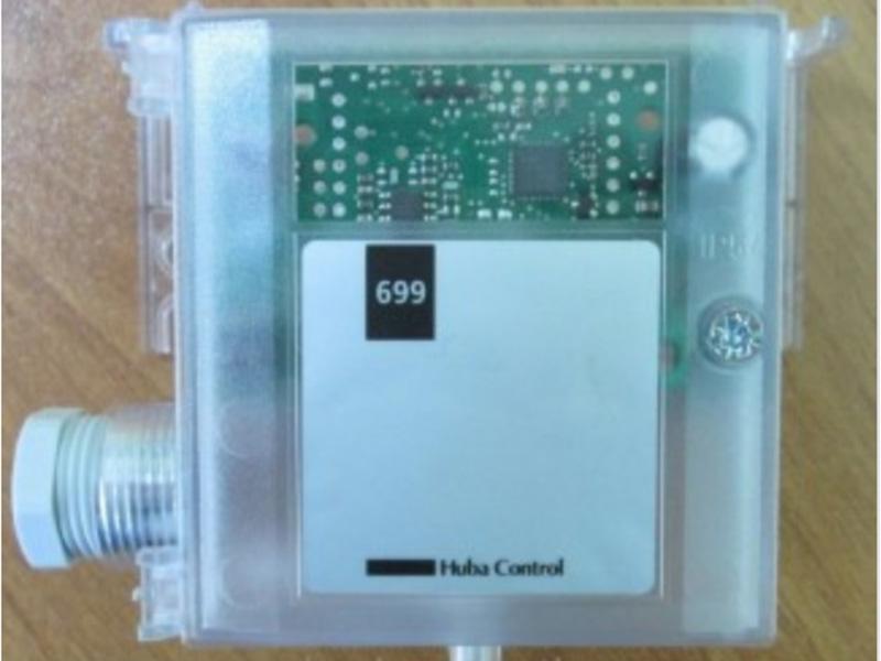 Cảm biến đo chênh áp huba control 699 chuyên được sử dụng đo chênh áp phòng và buồng thang.